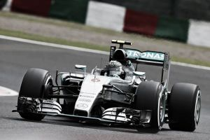 Kvyat ayuda a Rosberg a alcanzar la pole en Suzuka