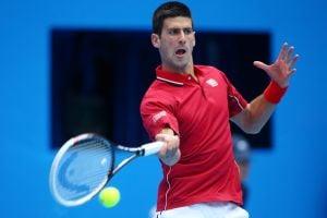 Djokovic resuelve a tiempo