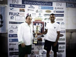 Goleada y trofeo para Murcia