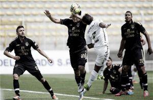 Fortaleza ganó 3-0 y lucha por no descender