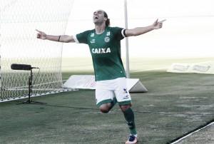 Goiás domina, supera CRB e se distancia da zona de rebaixamento