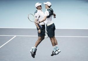 ATP World Tour Finals: Bryans battle to defeat Murray/Soares