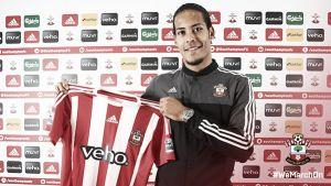 Southampton complete £12m signing of Celtic centre-back Virgil van Dijk
