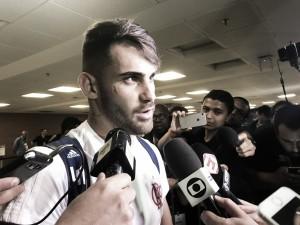 """Vizeu comemora gol e vitória, mas mantém pés no chão: """"A vantagem não é muito grande"""""""