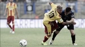 Serie B - Il Benevento tiene il passo di Frosinone e Verona: 2-1 al Latina
