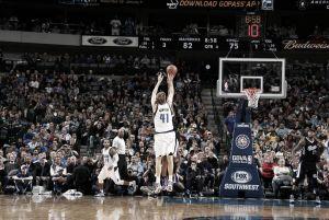 Resumen NBA: los Spurs asaltan la cancha de los Warriors y Nowitzki hace historia