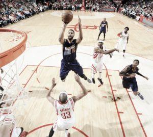 Bledsoe mantiene a los Suns en la pelea por los playoffs