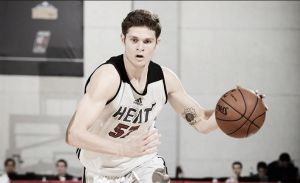 Tyler Johnson firma con los Heat
