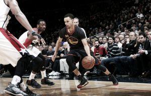 Curry ilumina a los Warriors en la capital