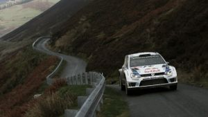 WRC - Rally Galles, giorno 2: Latvala esce, Ogier leader solitario