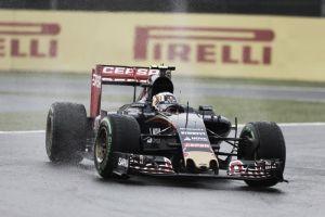 F1, Suzuka: Sainz e Kvyat in testa nelle prime libere sotto la pioggia