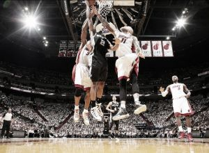 Kawhi Leonard propicia la victoria de los Spurs ante Miami