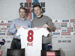 Croatian international Ivica Olic signs for Hamburg.