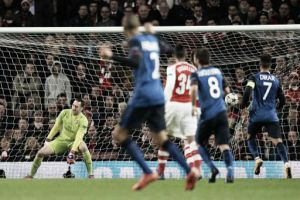 Ospina no pudo evitar la catástrofe del Arsenal en Champions
