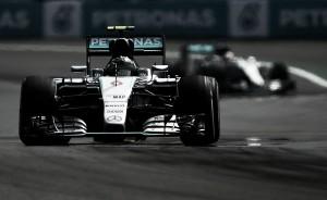 """F1, prima fila tutta Mercedes. Rosberg: """"Molto contento del mio tempo"""", Hamilton: """"Punto a vincere"""""""