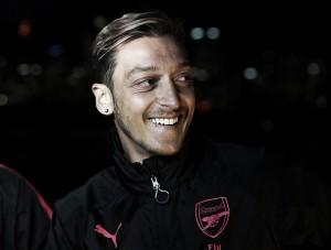"""Özil encerra especulações sobre saída do Arsenal: """"Minha preferência é ficar"""""""