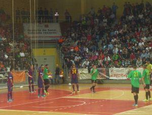 El Barcelona se cuela en la fiesta del Bembrive para apearlo de la Copa del Rey