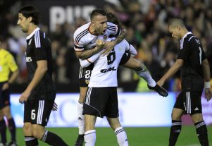 Valencia - Real Madrid: Visitors look to keep Barcelona in reach