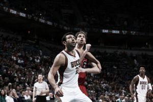 La defensa de Chicago hace aguas ante Milwaukee Bucks