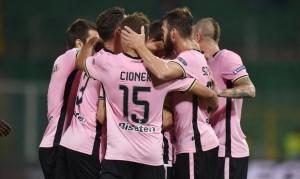 Serie B: il Palermo passeggia ad Avellino e sale in vetta