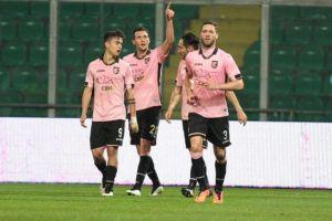 Palermo straripante, Napoli al tappeto: 3-1 al Barbera