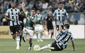 Palmeiras e Grêmio se enfrentam buscando manutenção no G-4