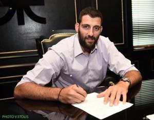 """Bourousis firma con el Panathinaikos: """"Es un honor para mí vestir esta camiseta"""""""