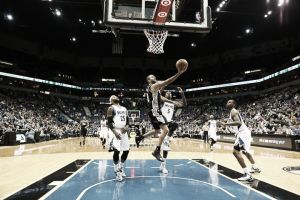 San Antonio Spurs carbura y gana sin problemas en el Target Center