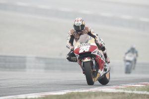 Pedrosa sale vencedor en la carrera de la deshonra de Valentino Rossi