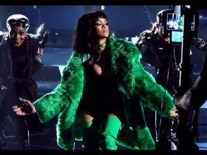 Éxito en los iHeartRadio Music Awards 2015