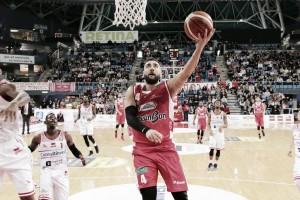 LegaBasket Serie A - Reggio riparte da Pesaro, i marchigiani durano solo un tempo (81-91)