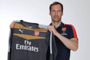 Petr Cech passe chez les Gunners