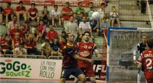 ElPozo Murcia alarga la esperanza ganando al Barcelona
