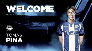 El Deportivo Alavés refuerza la media con Tomás Pina
