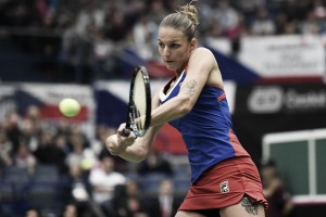Fed Cup: Karolina Pliskova strolls to victory over Garbine Muguruza