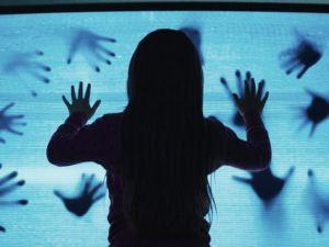 Regresan los fenómenos paranormales en el primer tráiler y póster del remake de 'Poltergeist'