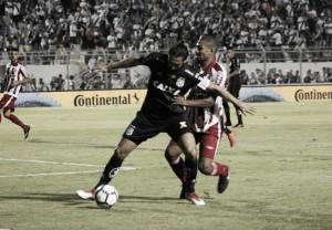 Defesa alvirrubra tem noite infeliz e Náutico perde para Ponte Preta na Copa do Brasil