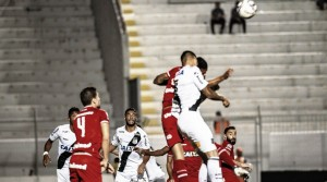 Ponte Preta não sai do empate com Vila Nova e tropeça em casa mais uma vez
