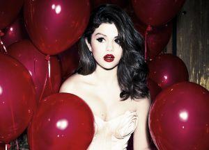 Selena Gomez despierta