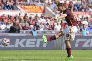 El gol 300 de Totti no basta para regalar la victoria a la Roma