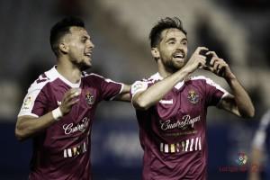 El Real Valladolid se da un festín y sigue en la lucha por los playoff