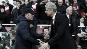 """Tony Pulis: """"Wenger ha tenido mala suerte con las lesiones, si no podría haber ganado la Premier"""""""