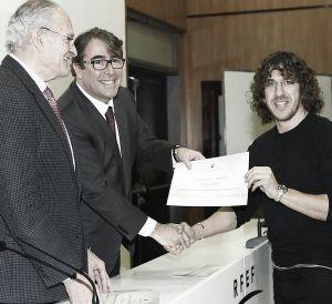Carles Puyol consigue el título de Director Deportivo