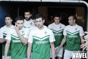 El Racing de Ferrol asalta el Suárez Puerta y hunde al Real Avilés