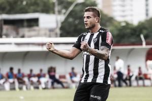 'Herói' em vitória do Atlético-MG, Rafael Moura comemora gol em 'campo especial'