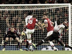 El Arsenal se mantiene líder tras ganar al Liverpool (2-0) y se aleja de sus rivales
