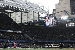 Em dia de homenagens a Ray Wilkins, Chelsea e West Ham empatam no Stamford Brigde