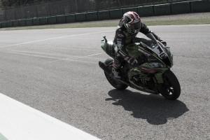 Un incontestable Rea consigue la primera del Round en Imola