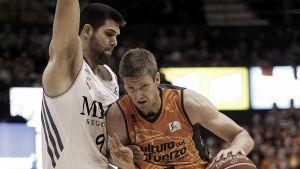 Un enorme Valencia fuerza la 1ª derrota del cansado Madrid