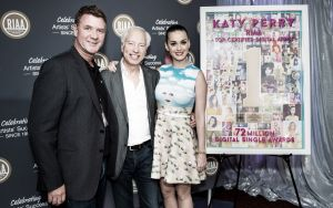 Katy Perry es coronada como la artista digital de mayor éxito